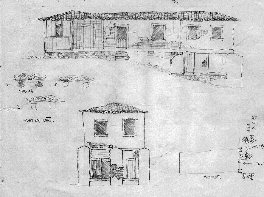 Esta casa, hoje desaparecida — levada numa das enchentes do rio Ribeira — fora uma das maiores da região. Construída no século XIX, a casa apresenta uma implantação singular, aproveitando-se o desnível do terreno. No levantamento, realizado em 1994, o espaço estava assim divido: acima, a morada da família e a cozinha; abaixo, abrigava-se ferramentas e canoas; o banheiro, nos fundos da casa, acima. As paredes eram de taipa de mão. A parte elevada era sustentada por baldrames apoiados em pilares de alvenaria de pedras e barro (cangicado). Na extremidade esquerda, a taipa fora substituída por tabuado. Desenho: Silvio Luiz Cordeiro.